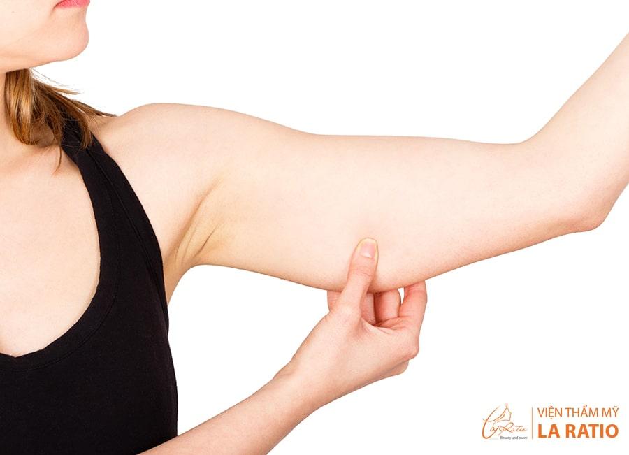 Nhiều người lo sợ và trăn trở liệu tiêm tan mỡ bắp tay có để lại biến chứng không